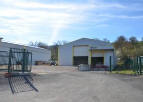 Atelier industriel / stockage de 580 m2 sur un échangeur de l'A75 de 1 pour 2010