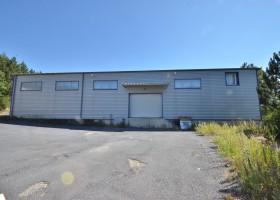 Atelier / Entrepôt de 650 m2 + 5 bureaux pour 60 m2 sur terrain 1600 m2 avec parking clôturé à Mende