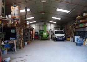 Atelier de 240 m² avec auvent de 144 m², terrains de 2000m² et 500m²